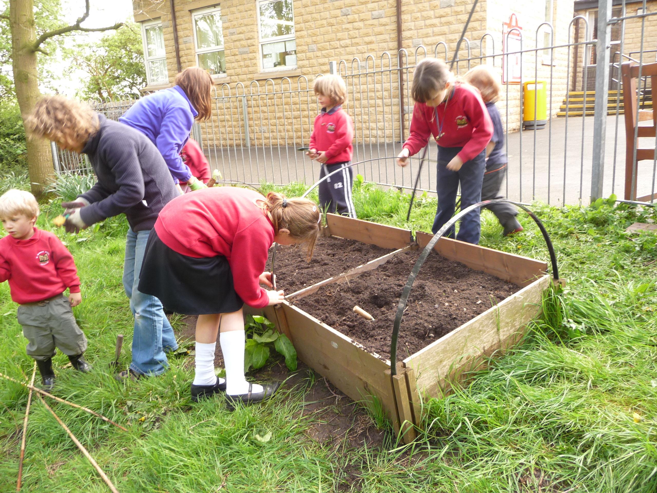 Setting up a garden for children gardening with children for Gardening with children